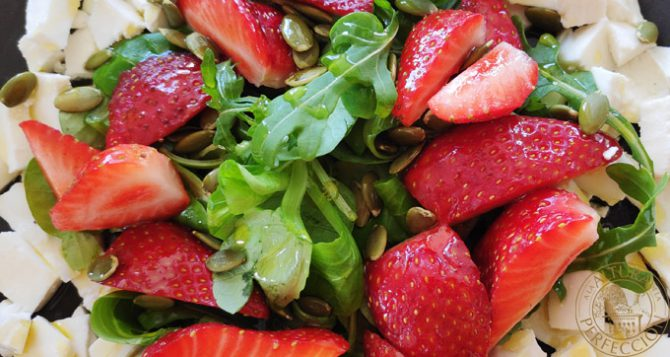 Fresh cheese and strawberry salad