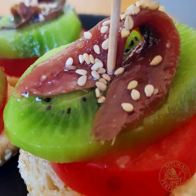 Tomato, kiwi and anchovy aperitif