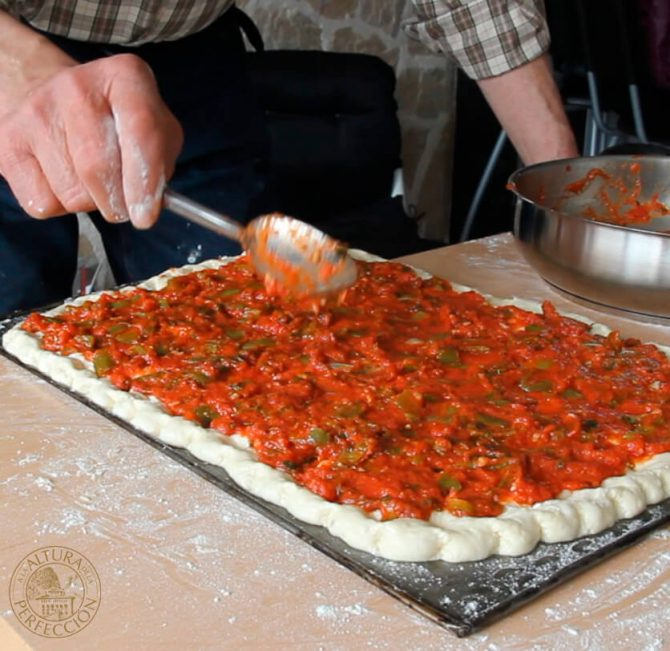"""Coca amb tomaca'', tomato on a dough base Mountains of Alicante-style"