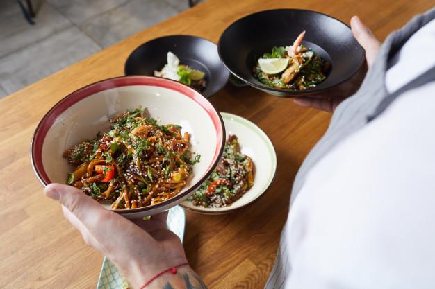 Vegan recipe for wok-cooked aubergines